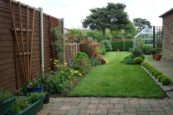 Garden landscapes services cregalandscapes for Professional garden maintenance